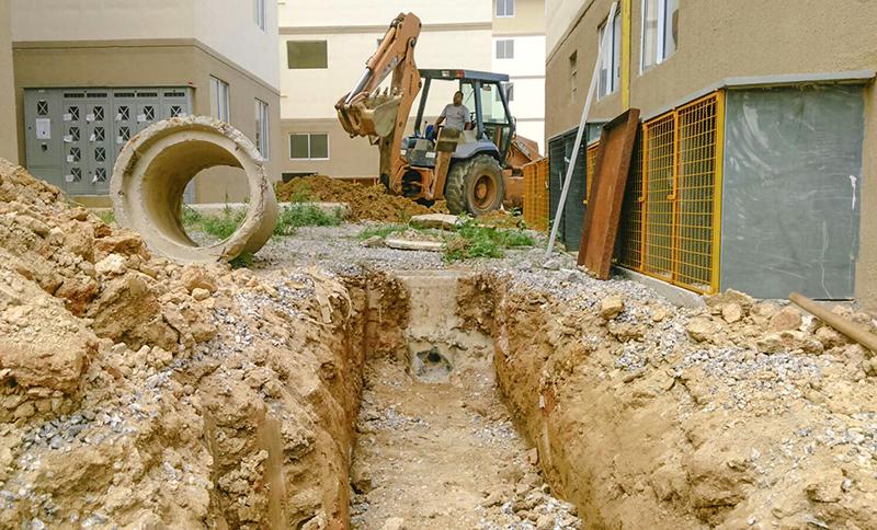 Governo entregou moradias com problemas e obras ainda estão sendo realizadas.