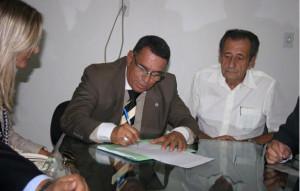 Amilar assina compra do imóvel da OAB.