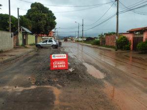 Avenida Jardel Filho (antiga Av. 2), em Itaipuaçu, apresenta problemas dias após receber asfaltamento. (foto: João Henrique / Maricá Info)