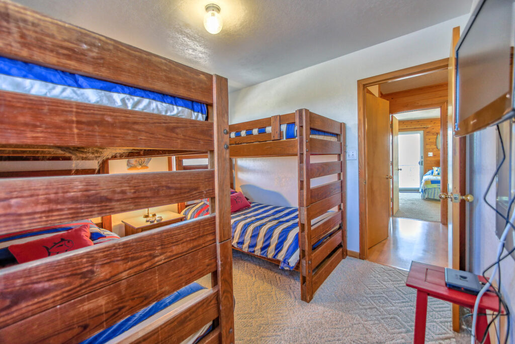 Bunkbed Room on mid level