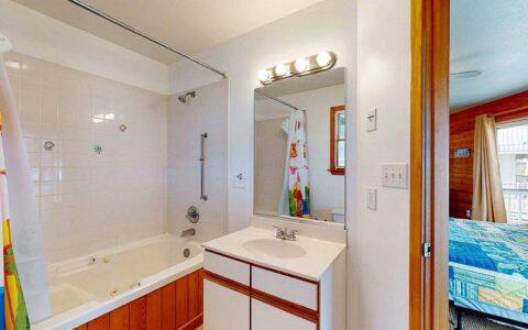 bedroom1-bath