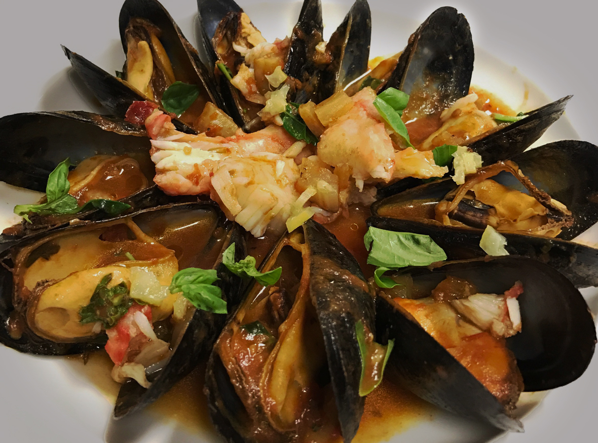 Mussels King Crab in Red Sauce