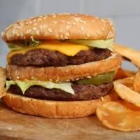 Clay's Cafe cheeseburger