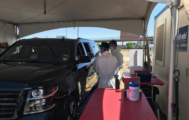 pruebas de COVID-19 en Pepsi Center Testing Site Pepsi Center