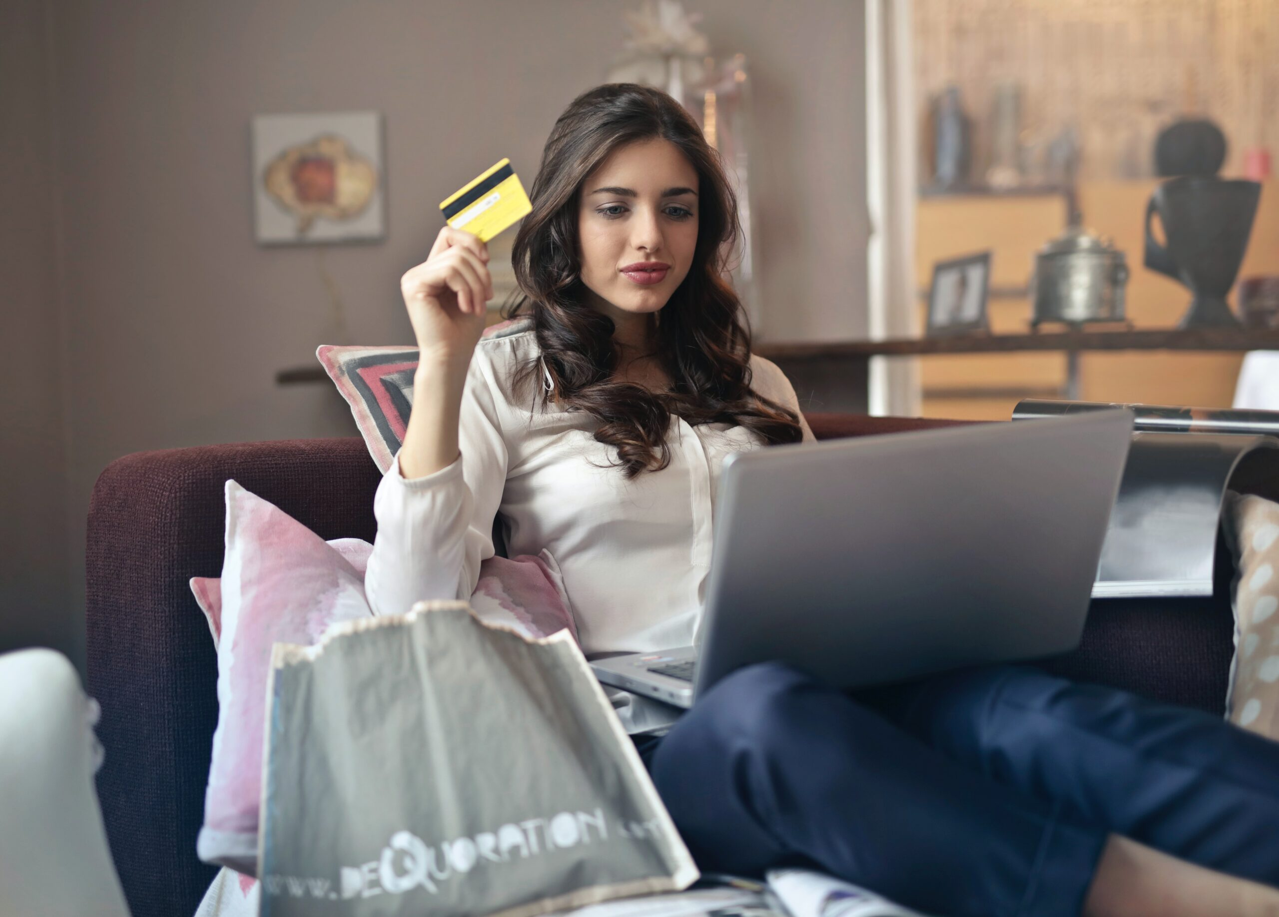 Banner of blog 8 ways to get rid of shopping addiction by Healthy Zest