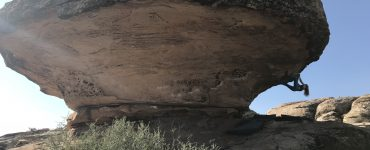 Moe's Valley Bouldering - Têra Kaia ambassador Maddy Volo bouldering in Moe's Valley
