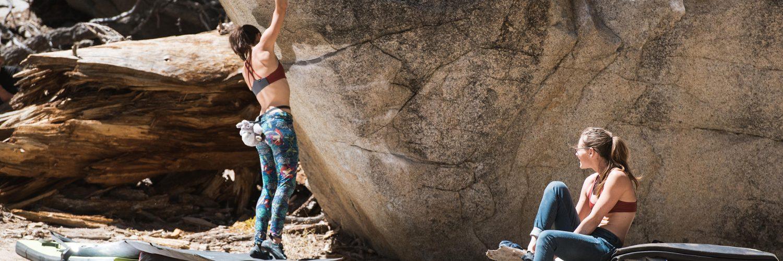 Tramway Bouldering - women climbing together in Têra Kaia basewear sports bras
