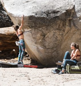Tramway Bouldering - women climbing together in Têra Kaia basewear sports bras