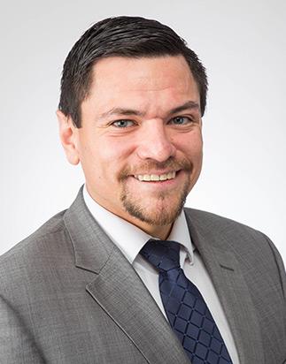 Pablo Mose es un abogado Hispano y bilingüe