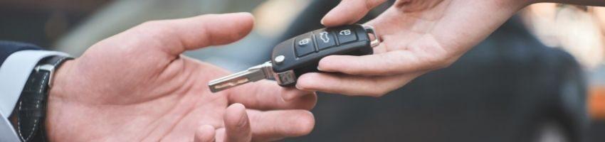 2 hands holding the car keys during car deals