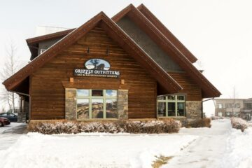 grizzly outfitters is the best place to rent skis in big sky
