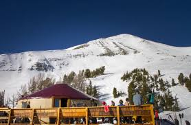 combine skiing and dining at the Shedhorn Grill
