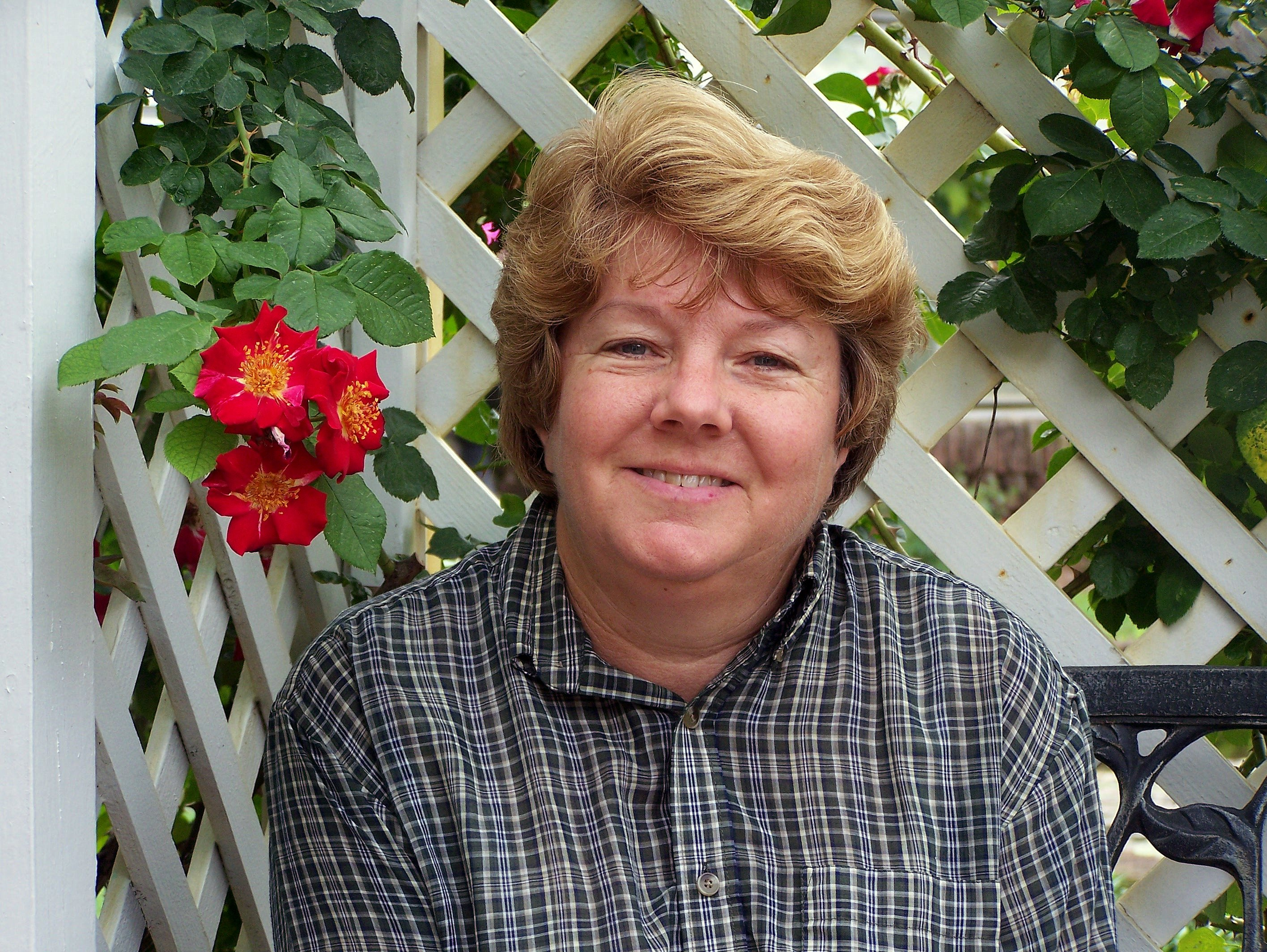 Linda Guy Wins American Rose Society Bronze Honor