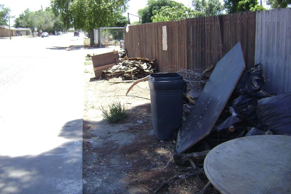 Los Banos informs its community on trash, debris prohibited outside their property