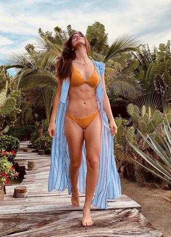 Luce tremendas curvas la hermana de Ana Bárbara