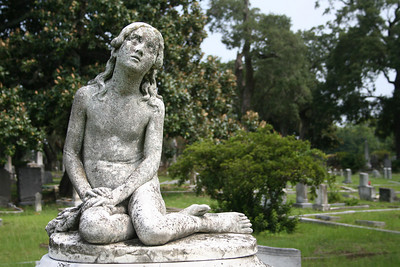 A visit to Magnolia Cemetery is a free activity in Charleston Sc.