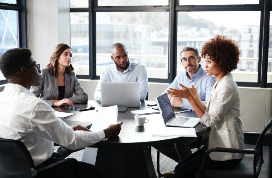 5 Ways to Effectively Contribute Your Ideas at A Meeting