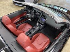 2011-Audi-R8-Spyder_22