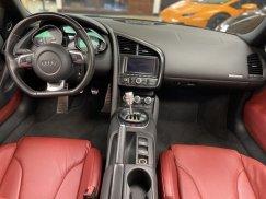 2011-Audi-R8-Spyder_23