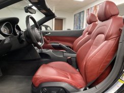 2011-Audi-R8-Spyder_26