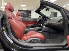 2011-Audi-R8-Spyder_30