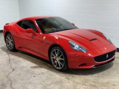 2011_Ferrari_California11