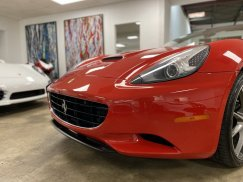 2011_Ferrari_California19