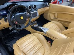 2011_Ferrari_California29