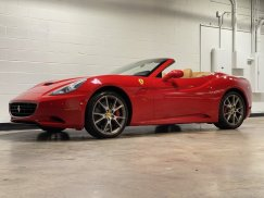 2011_Ferrari_California3