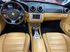 2011_Ferrari_California37