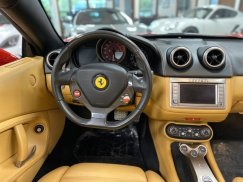 2011_Ferrari_California38