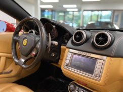 2011_Ferrari_California39