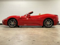 2011_Ferrari_California4