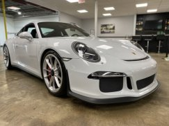 2015_Porsche_911_GT318