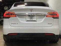 2016_Tesla_Model_X_P90D14