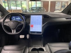 2016_Tesla_Model_X_P90D30