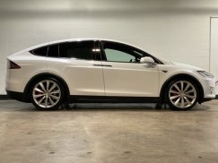 2016_Tesla_Model_X_P90D8
