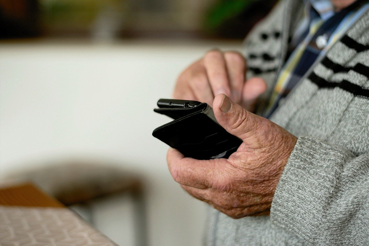 How Seniors, Students and Some Families Get Internet for Less