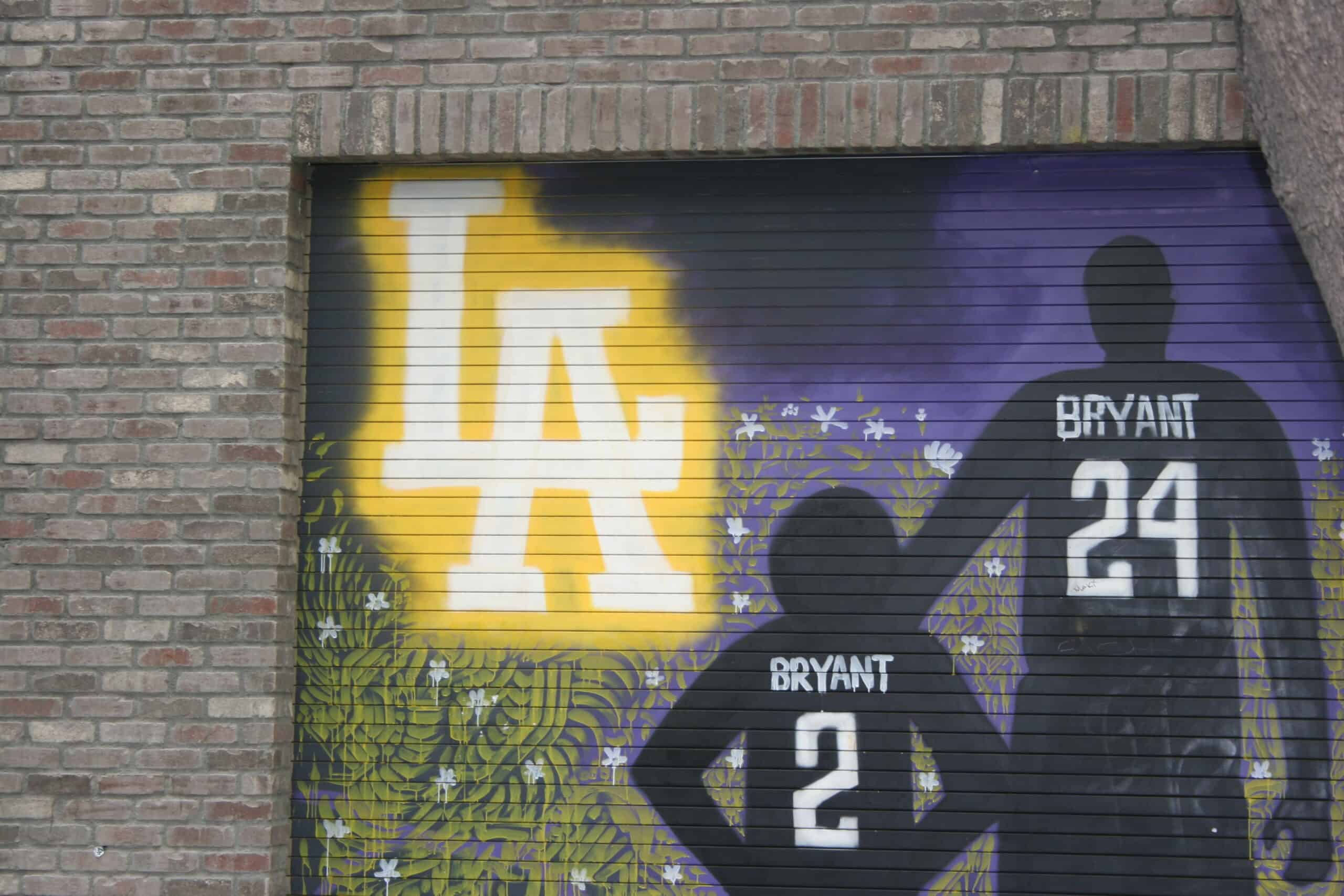 Hollywood Bus Tours - Lakers Mural