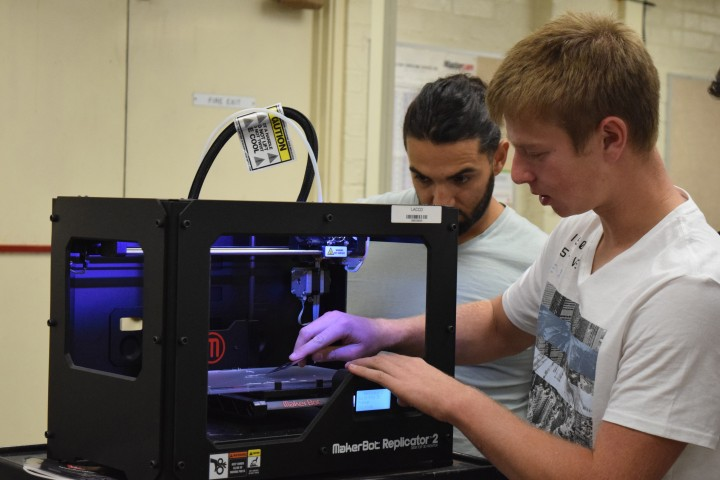Joel Simonoff, 18, demonstrates to his club members how to properly set up a 3D printer at the Makerspace club meeting on November 4, 2015 at Pierce College's Applied Technology building. Joel Simonoff is majoring in Computer Engineering and plans to later on transfer to a university after completing all of his GEs. Photo by: Gerryleo Sarmiento