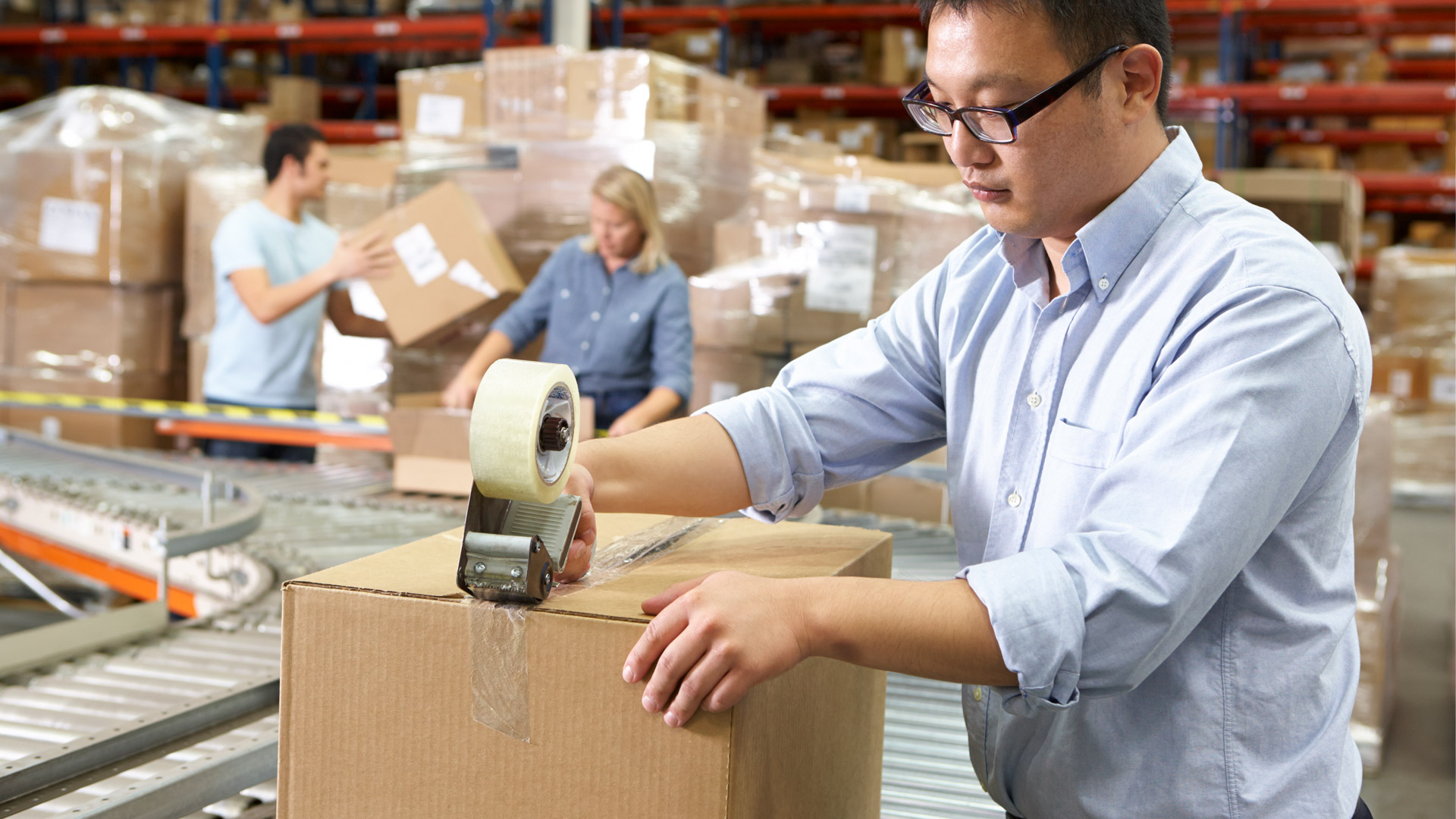 workers-in-distribution-warehouse-PU4MKZ7-small