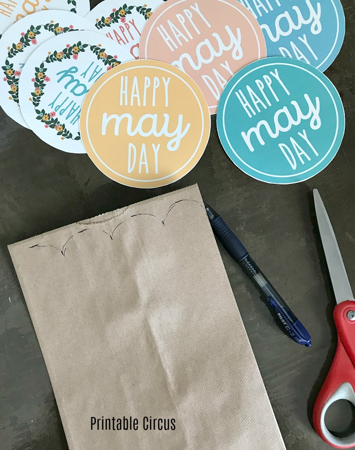How to make scalloped baskets from brown lunch paper bags - May Day basket bags