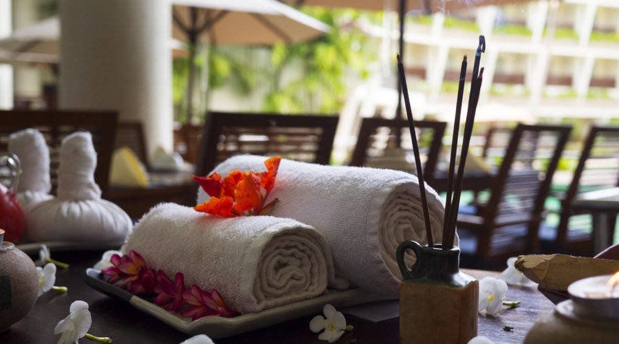 Introducing the Thai Luk Pra Massage