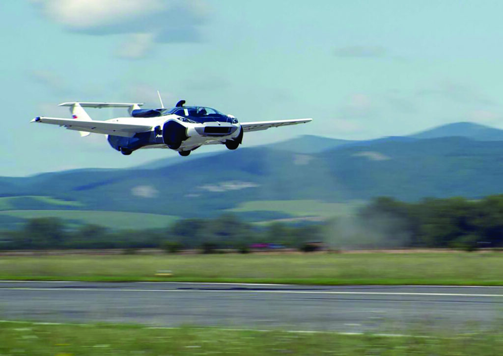 Uçan araba göklerde