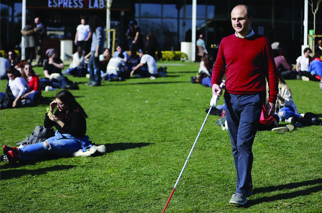 Görme engelliler için akıllı baston