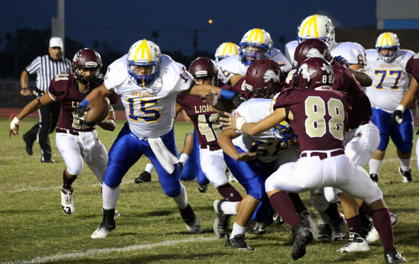 A pack of Lions bring down the Cougar running back. Photos: David Briones/LFCISD.
