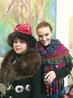 Toni Hudson (left) poses with Maria Antonia Rodriguez (right) in front of one of Carlotta Petrina's original paintings during the reception for ESPEJIMOS. Photo: Cayetano Garza Jr./LFN