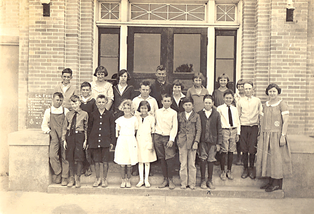 Undated photo of the La Feria Junior High built in 1926. Photo: LFN archives.