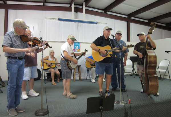 The Gid-R-Done Bluegrass band is really rollin' now! Photos: Bill Keltner/LFN