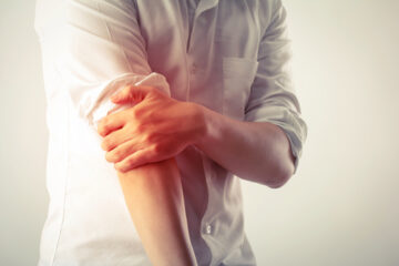 pain in elbow when straightening arm